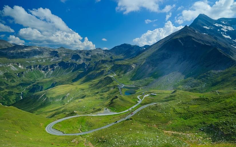 כביש גרוסגלוקנר מוביל אל הפסגה הגבוהה ביותר באלפים האוסטרים
